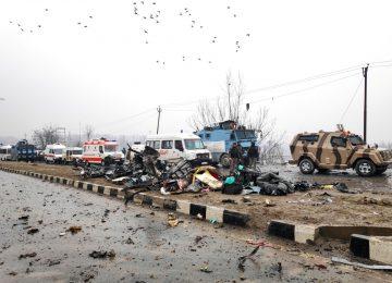 Atentado com carro-bomba mata soldados indianos na Caxemira