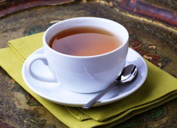 Beber chá pode fazer mal para o bebê: entenda