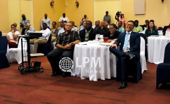 Os olhos do mundo voltados para Suriname e Guianas: Indústrias de petróleo e gás prometem ter rápida expansão nesta região.