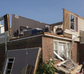 Tornados deixam um morto, feridos e milhares sem energia no Ohio, nos EUA
