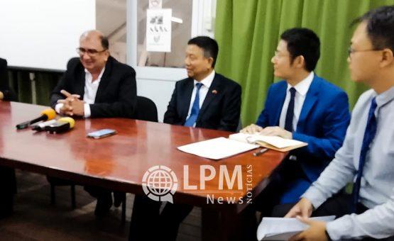 Chinese delegatie bekijkt mogelijkheid  traditionele geneeskunde in gezondheidszorg Suriname