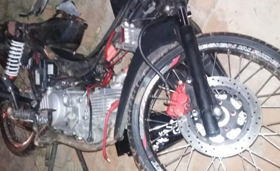 Brasileiro morre após colidir moto contra poste de eletricidade