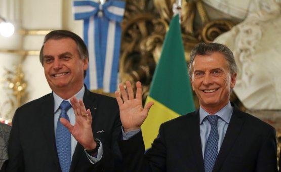 Ao lado de Macri, Bolsonaro pede 'responsabilidade' e 'razão' a eleitores argentinos