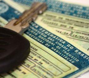 Especialistas apontam riscos em reduzir carga horária para tirar carteira de motorista e de 'cinquentinhas'