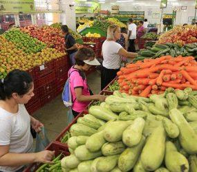 No Brasil, prévia da inflação fica em 0,06% em junho, menor taxa para o mês em 13 anos, aponta IBGE