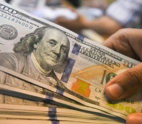 Dólar supera R$ 3,99 com aversão ao risco no exterior por disputa EUA-China
