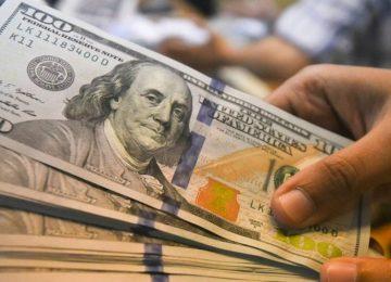 Dólar fecha em alta, seguindo exterior e de olho em reforma da Previdência