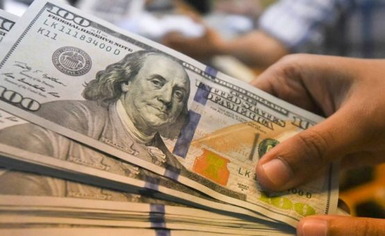 Dólar supera R$ 3,99 com aversão ao risco no exterior por disputa EUA-China