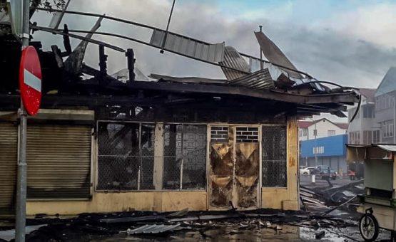 Incêndio destrói quatro lojas no centro de Paramaribo