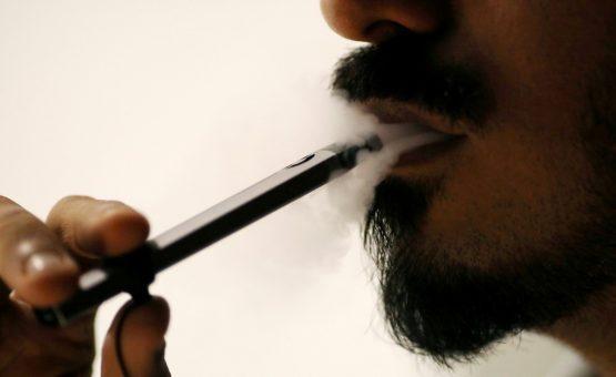 Doença pulmonar não identificada ligada a cigarro eletrônico matou ao menos 4 nos EUA