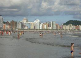 Em São Paulo, Turistas são roubados enquanto faziam 'live' em praia; veja