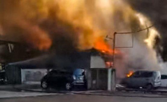 Complexo de kitnets pega fogo em Twee Kinderenweg e moradores perdem tudo