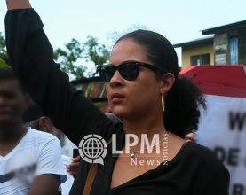 Departamento de trânsito do Suriname devolve carteira de Maisha Neus