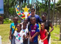 Crianças participam do Dia dos Migrantes em celebração com inauguração de monumento