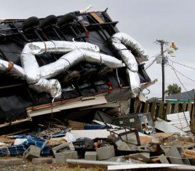 Furacão Dorian se aproxima dos EUA e provoca danos na costa leste após devastar Bahamas