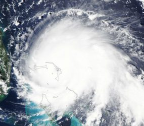 Bermuda se prepara para passagem do furacão Humberto