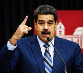 Maduro declara alerta na fronteira com a Colômbia e ordena manobra militar