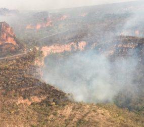 Queimada no Parque Nacional da Chapada dos Guimarães (MT) atinge pontos turísticos e fumaça deixa vias intrafegáveis